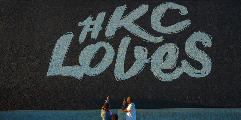 KC Loves Mural | @themomtrotter